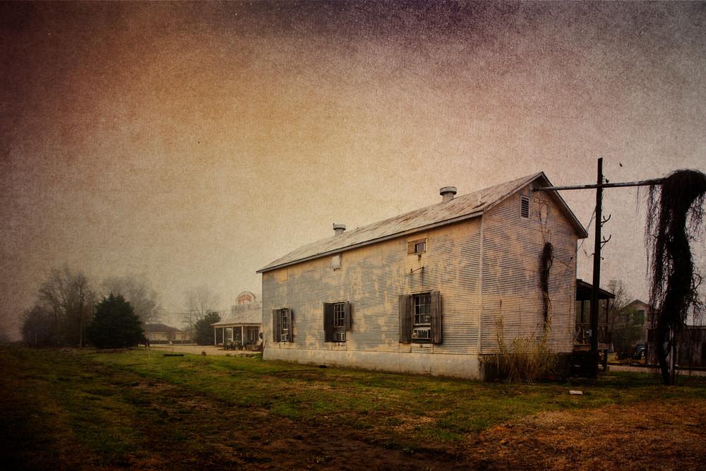 old building on Hopson Plantation