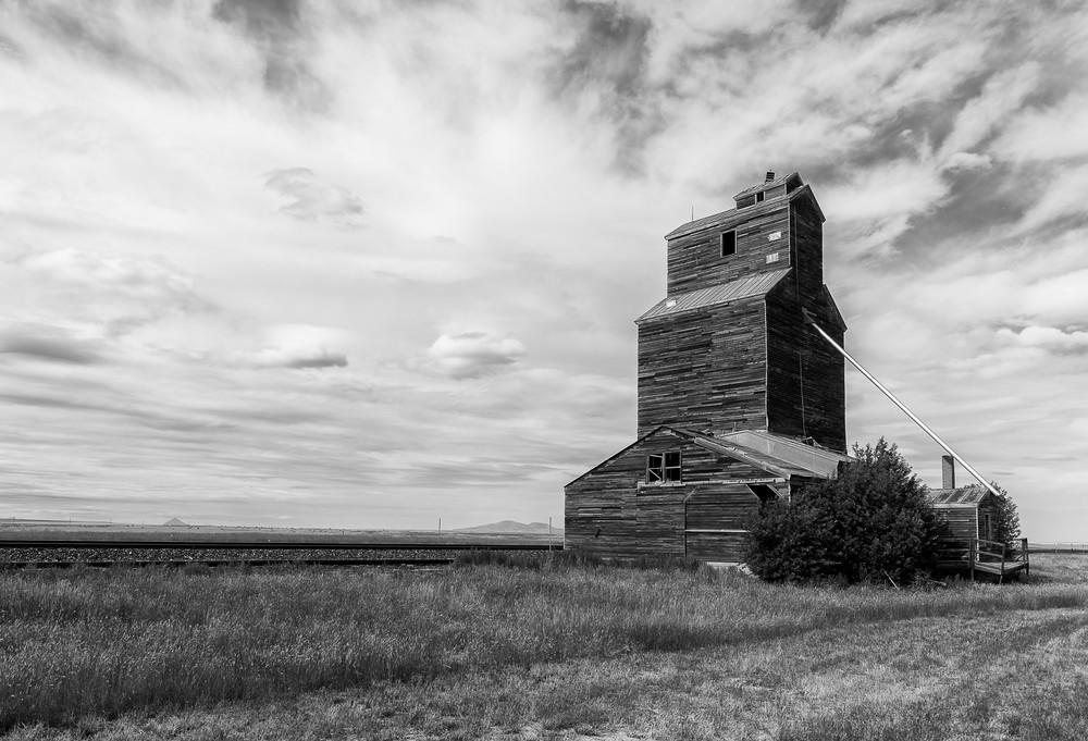 Horizontal; Landscape; Neutral Colors; Scenic; South Dakota; Town + Rural; Train
