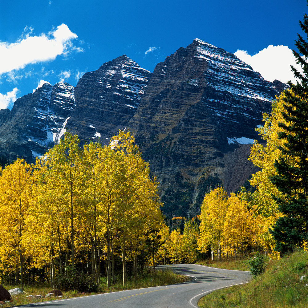 COL-4314 • Road to Maroon Bells Colorado in Fall