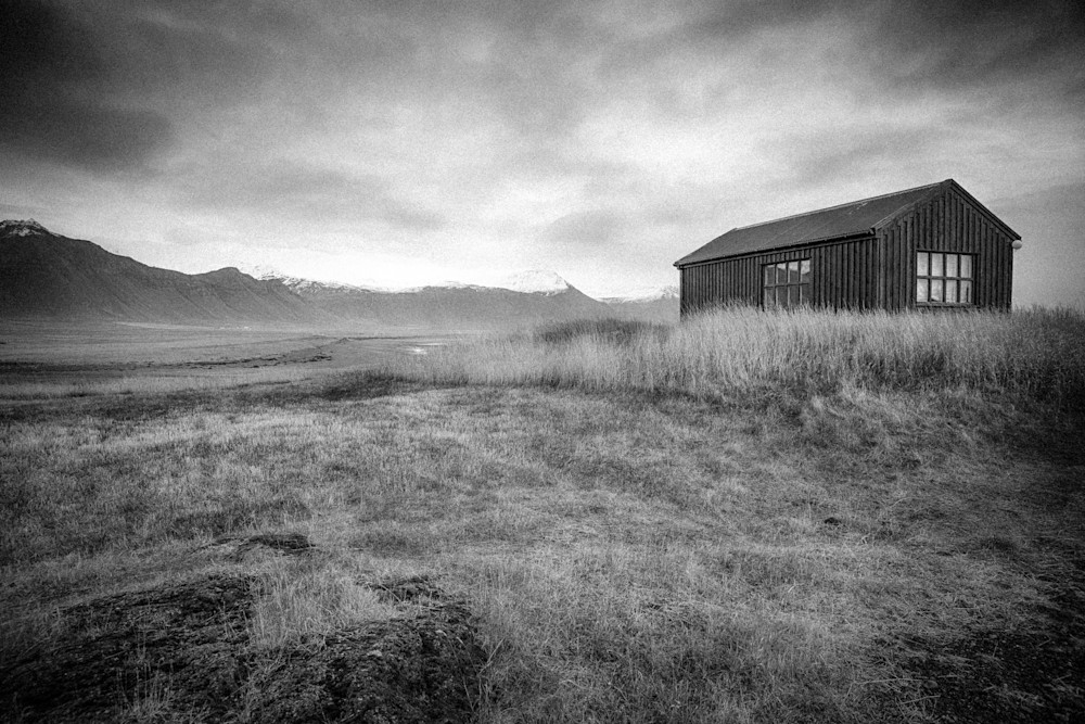 Búðavegur Mountain Shack | Black and White Landscape Photography