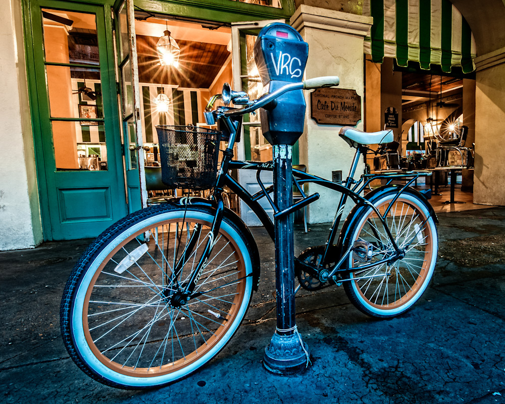 Bike in front of Cafe Du Monde in New Orleans