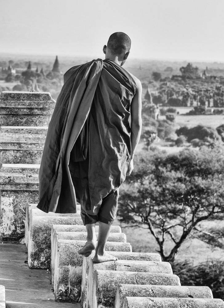 Monges na pagoda de Shwe-San-Daw, Bagan, Myanmar