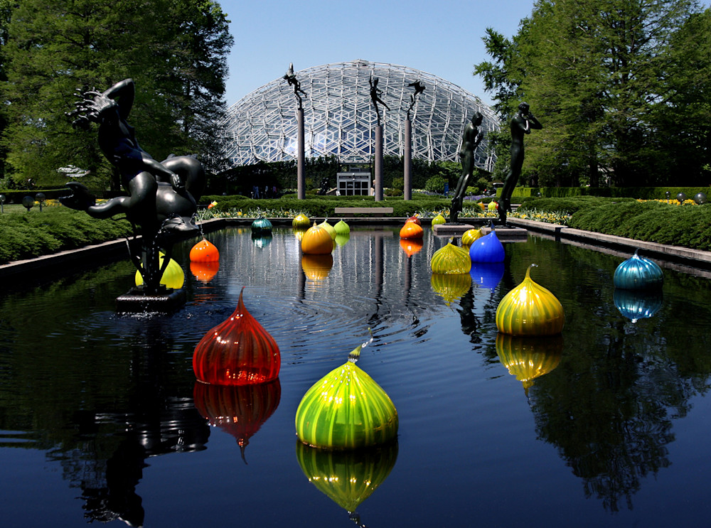 Chihully's Walla Walla Onions float beneath the Angel Musician Sculptures