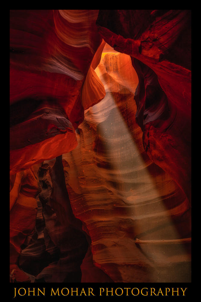 A single ray of light shines into Upper Antelope Canyon