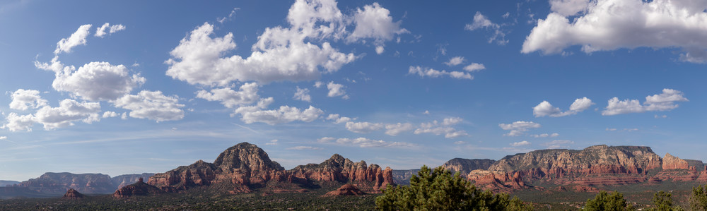 A view of the town of Sedona Arizona and the mountains surrounding the town.