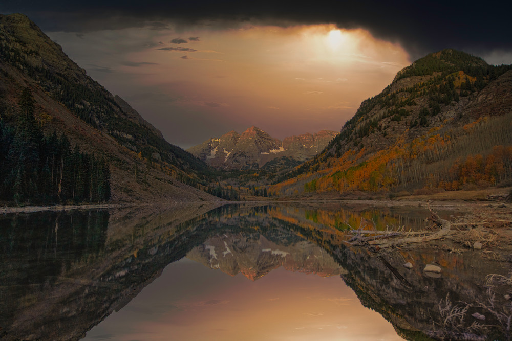 A night time image at Maroon Bells near Aspen Colorado