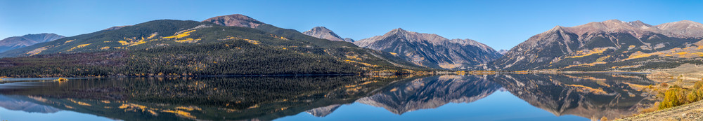 A view of Twin Lakes in Colorado durning the fall