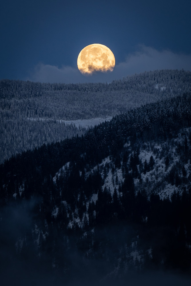 Tom Weager Photography - Monday Moonset in Nelson