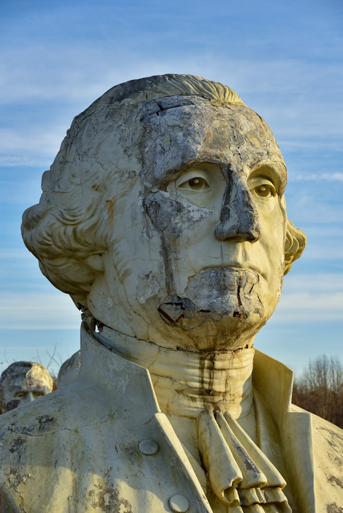 Statue of George Washington in disrepair
