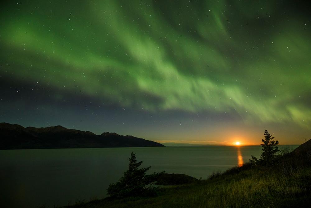 Turnagain Moonset Aurora