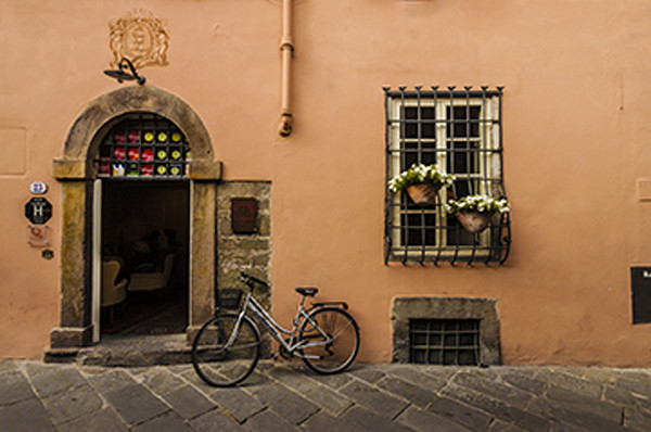 Wall-with-bike Lucca Italy