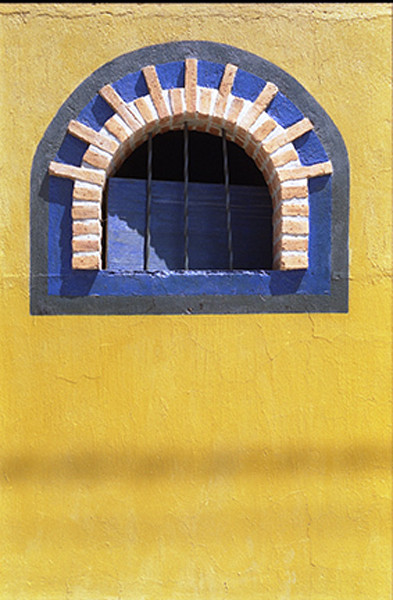 Yellow wall Chapala Mex.