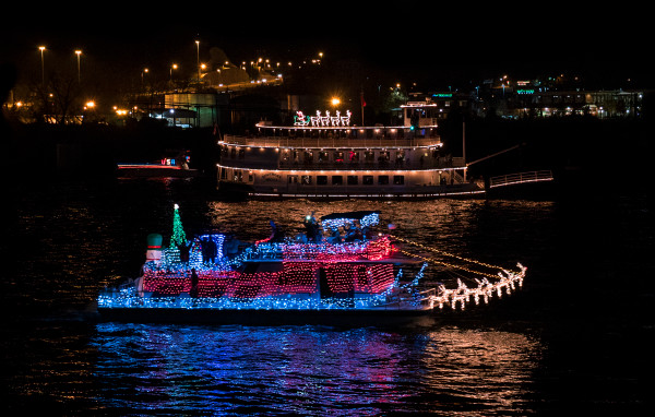 Chattanooga Lighted Boat Parade 2015 01