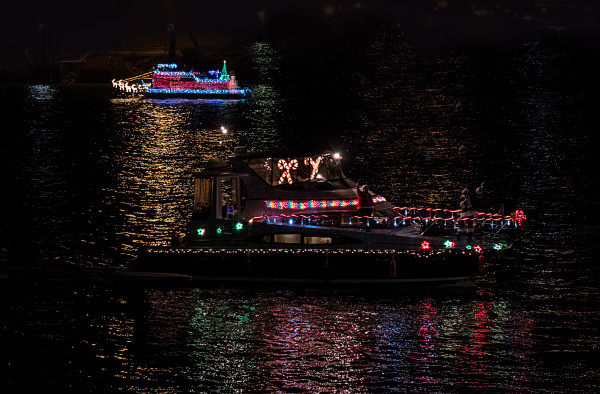 Chattanooga Lighted Boat Parade 2015 02