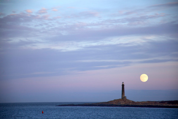 lighthouse fullmoon thatcher's island rockport