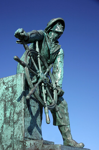 man at the wheel statue gloucester