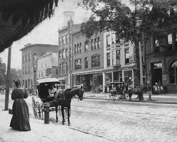 Horse & Buggies Line Main Street