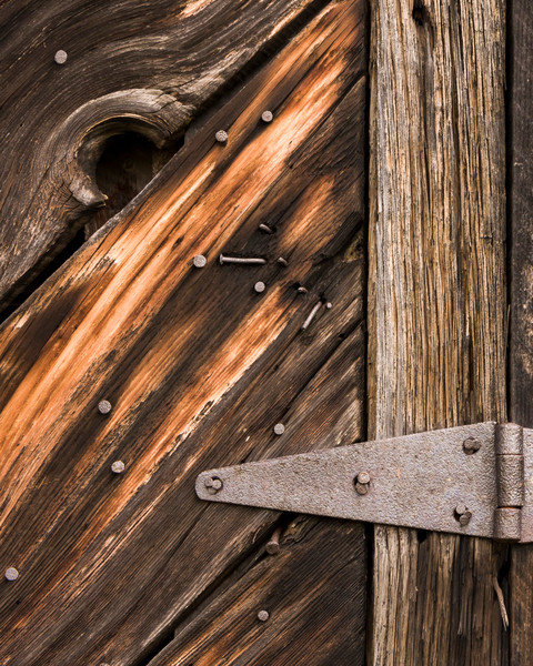 Rustic Wall Art: Wood Hinge
