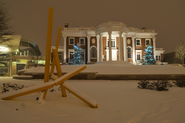 Winter comes to the Hunter Museium - Chattanooga, Tennesse