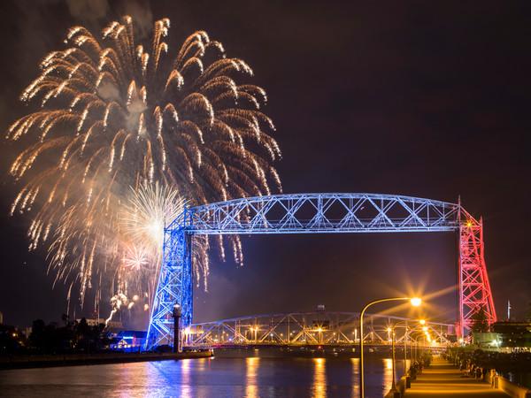 Duluth Fireworks (Horizontal)