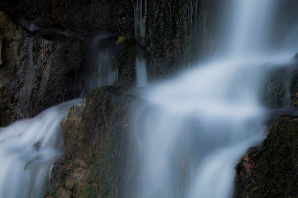 water-fall-at-devil-s-monument-2