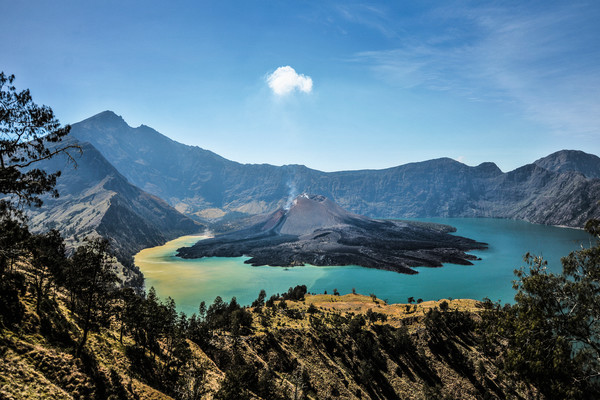 Rinjani Volcano, Lombok, Indonesia - Photography by Varial