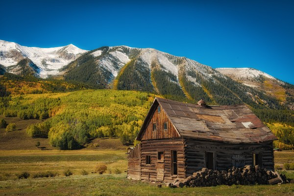 Old Cedar Log Home, Snow & Bright Fall Colors Crested Butte Colorado