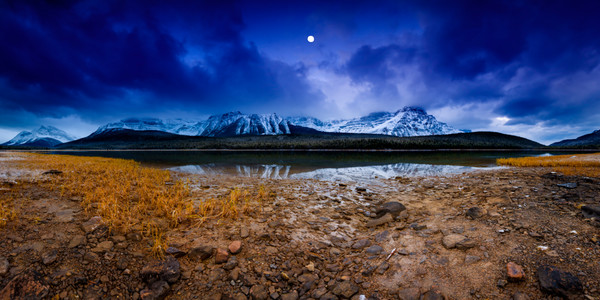 Waniyetu Wi- Rockies panorama of October full moon