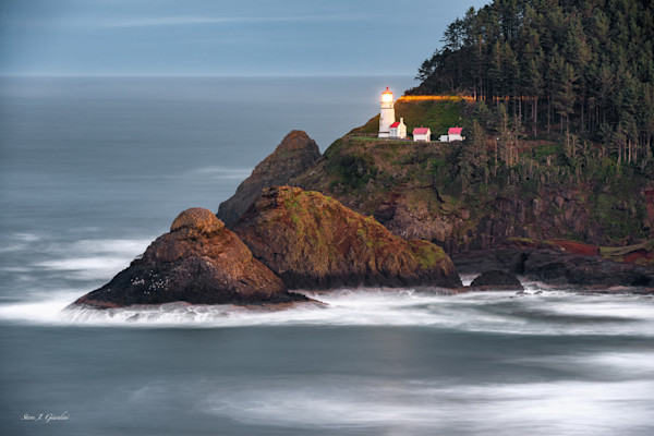Heceta Head Lighthouse Beaming (161594LND8-SI) Oregon Lighthouse Steve J. Giardini