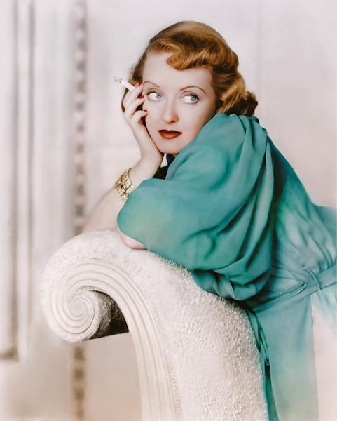 Bette Davis posing, celebrity photo
