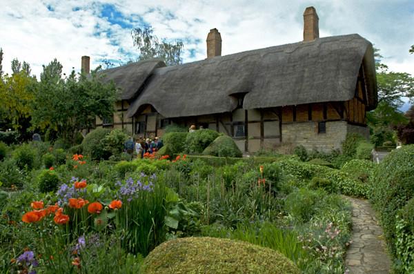 Anne Hathaway's cottage--Stratford Upon Avon, England.3599