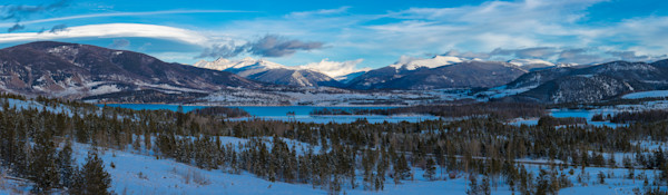 High Resolution Panoramic Photo of Lake Dillon in Winter - Summit County Colorado