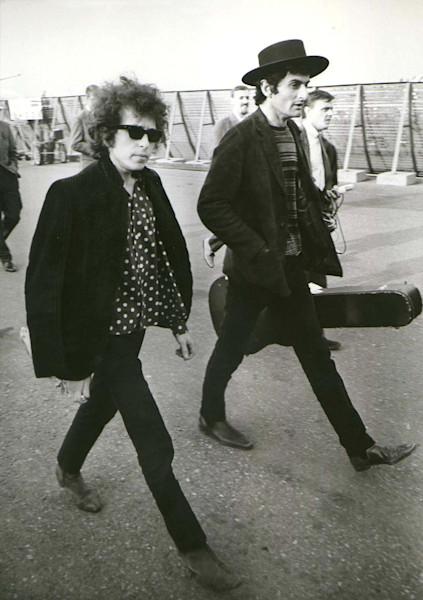 Bob Dylan arrives in Stockholm