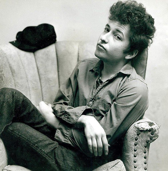 Bob Dylan relaxing on a couch