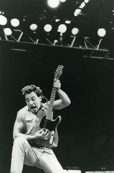 Bruce Springsteen guitar pose