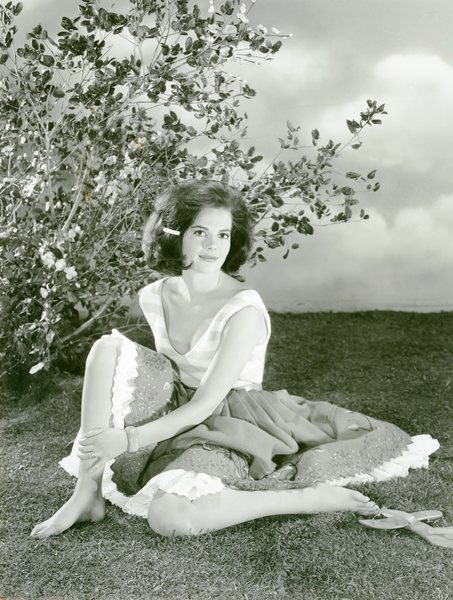 Natalie Wood in a park