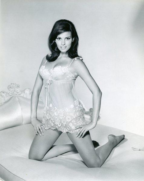 Original Vintage Press Print Raquell Welch Nightgown Sexy Actress Singer