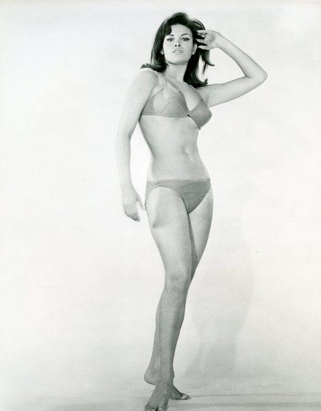 Original Vintage Press Print Raquel welch actress singer bikini pose