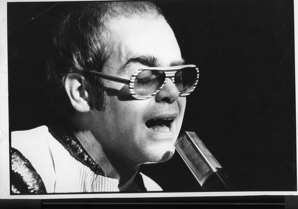 Original Vintage Press Print Elton John passionately singing into a microphone at a concert