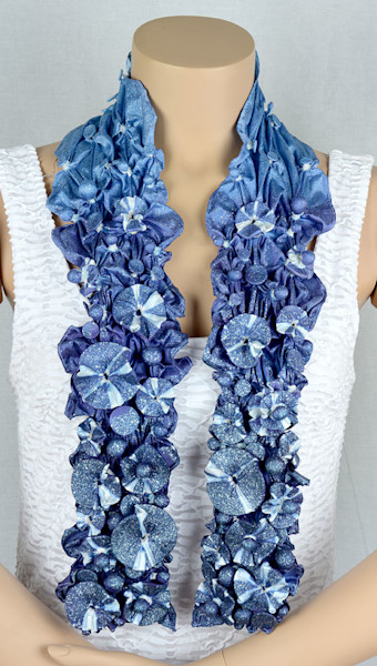 Scarf in blue and white with sparkles