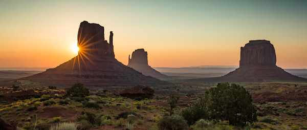 Monument Valley sunburst over mittens