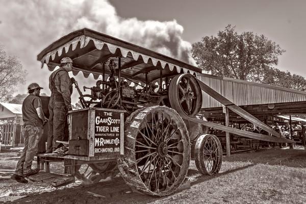Harvest Gaar Scott Steam Powered Tractor Classic Vintage fleblanc