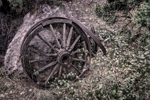 Retired Wagon Wheel, Fine Art Photographs, d'Ellis PhotographicArt by Bill