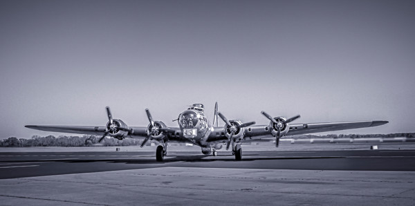 Boeing B-17 Flying Fortress WW2 Bomber Monochrome fleblanc