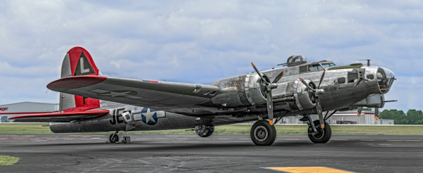 Art Photograph B-17 Flying Fortress Madras Maiden High Res Front Side View fleblanc