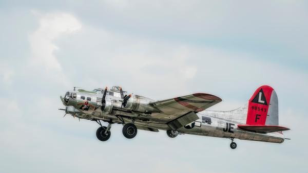Art Photograph B-17 Flying Fortress Madras Maiden In The Air v3 fleblanc