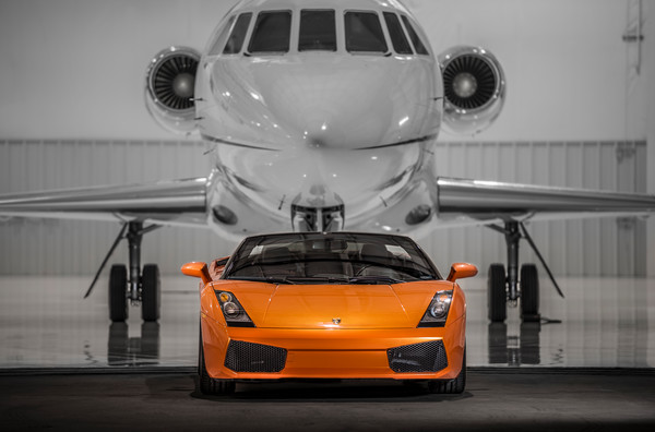 Photo Orange Lamborghini Gallardo & Dassault Falcon 900 Charter Jet