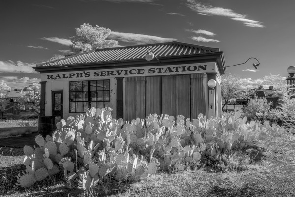 ralph's servicestation, tucson, arizona, armory park, black and white