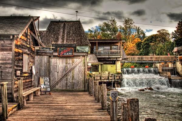 dam-candy-store, ricks-cafe, fish-town, leland-michigan