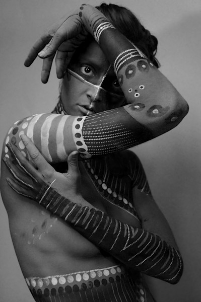 aboriginal body paint photoshoot
